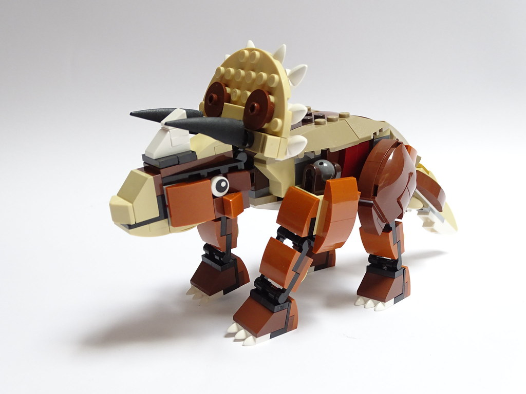 Triceratops (custom built Lego model)