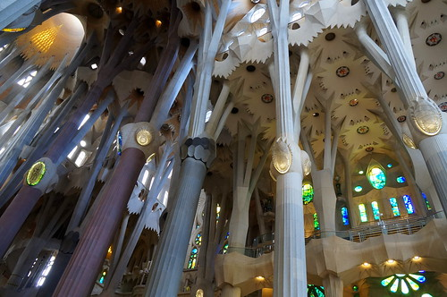 Leandro Neumann Ciuffo's photo inside the Sagrada Familia.