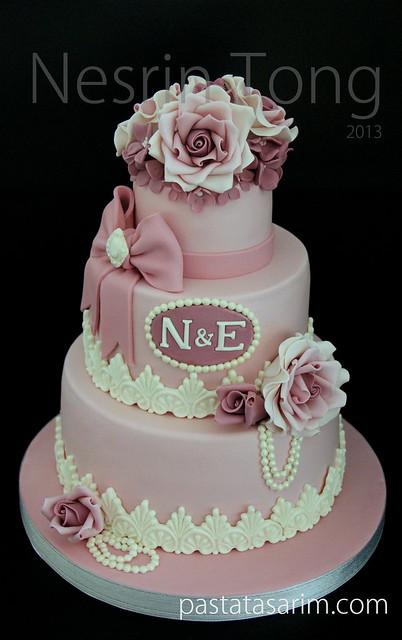 pink roses weding cake