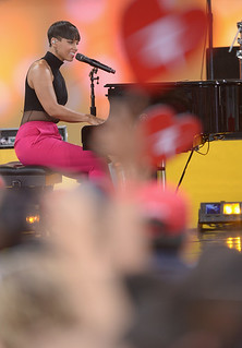 Alicia Keys and her Hypnotizing hips perform Fire We make on GMA