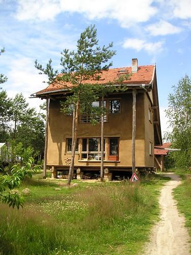 Strohhaus bei Fertigstellung