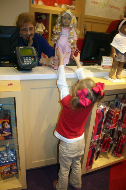 Shop_Aut-reaching-for-doll-from-cashier