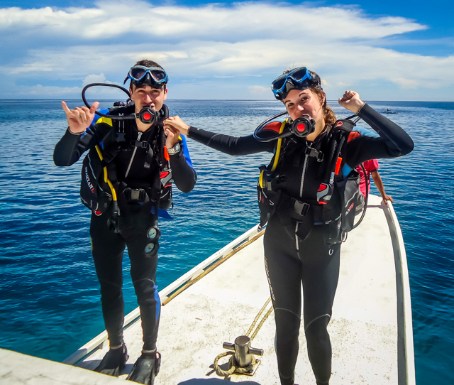 A Cruising Couple Scuba