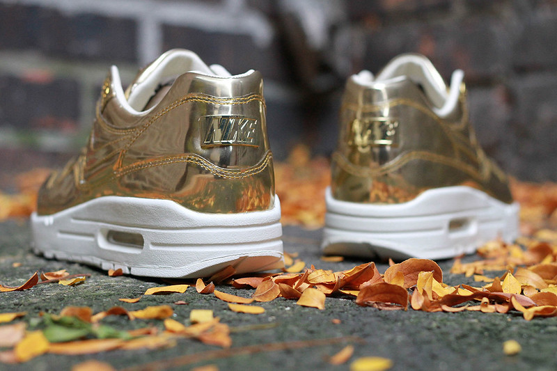 nike-wmns-air-max-1-sp-liquid-metal-5