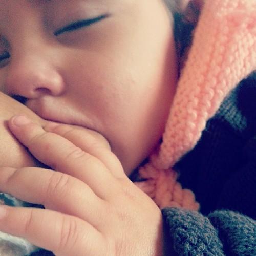 ♥ retour de crèche,  tété bien mérité ♥ #allaitement #baby #pink #ourlittlefamily #france #365virginieb