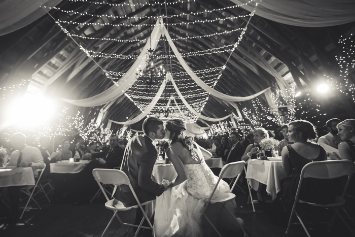 Reception kiss bw
