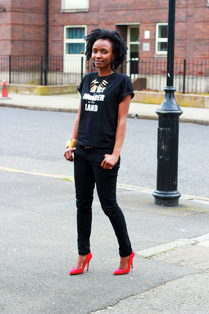 black & red, black & red outfit, red suede heels, black slogan t-shirt, slogan t-shirt trend, slogan t-shirt, statement necklace, tribal necklace, cuff, gold cuff