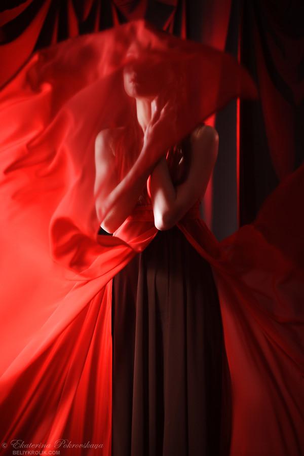 Alesya_red_dress_02