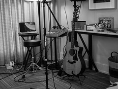 drums(0.0), drum(0.0), skin-head percussion instrument(0.0), white(1.0), monochrome photography(1.0), studio(1.0), design(1.0), recording(1.0), monochrome(1.0), black-and-white(1.0), black(1.0),