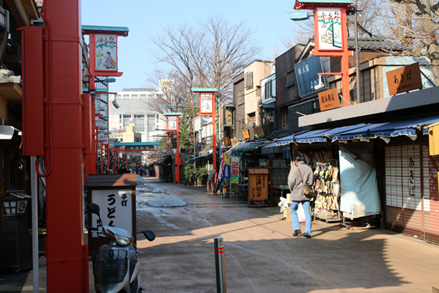 Outer shopping street at Senso-ji
