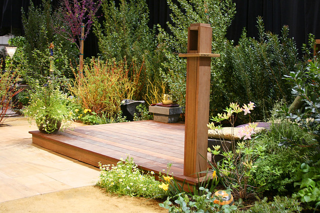 deck_with_plantings