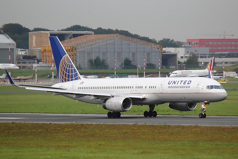 United - B752 - N33103 (1)