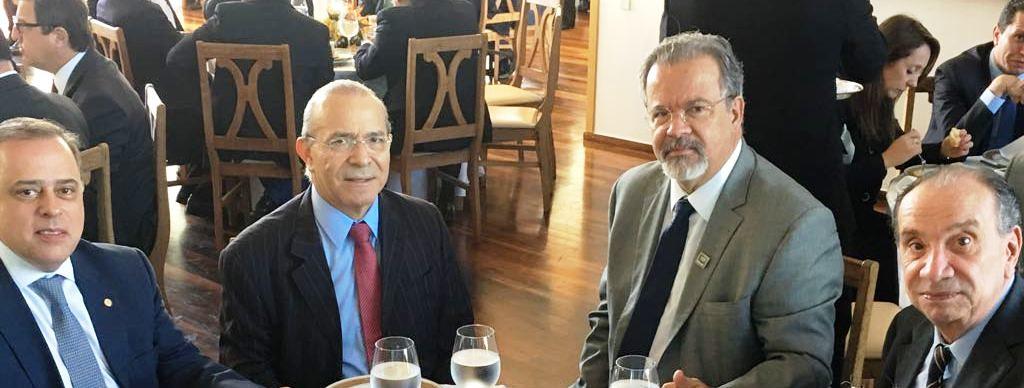 19 04 2017 - Paulo Abi-Ackel com o Ministro da Casa Civil, Eliseu Padilha; Ministro da Defesa, Raul Jungmann e Chanceler Ministro das Relações Exteriores Aluísio Nunes Ferreira, no Palácio do Alvorada.