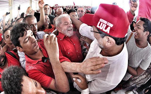 Nueva jornada de luchas moviliza 50 mil en solidaridad con Lula en Curitiba