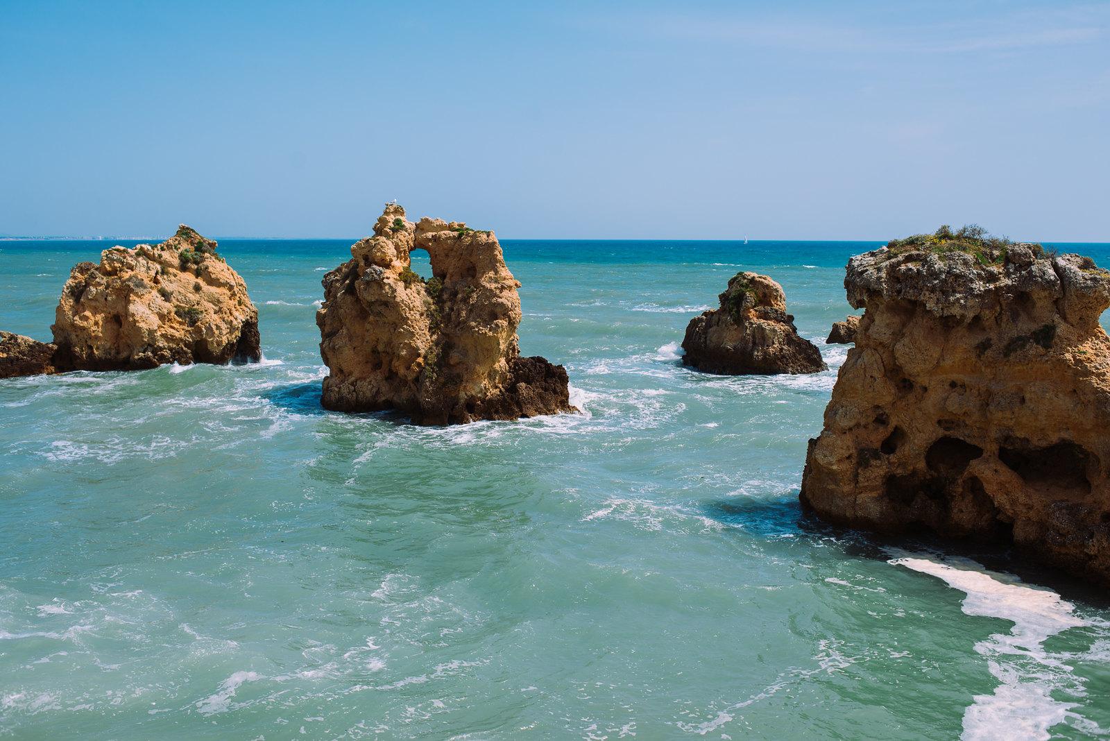 De Arrifes vagy Praia da Vigia strand Dél-Portugáliában
