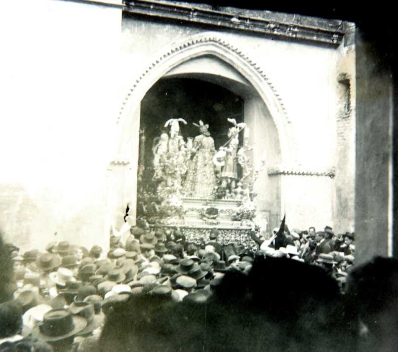 La Hermandad de la Macarena entrando en San Gil