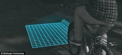 LED-проектор поможет велосипедистам объезжать выбоины