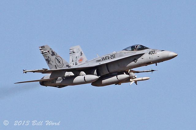 McDonnell Douglas FA-18C Hornet 164881 AB-400 VMFA-251 Thunderbolts a