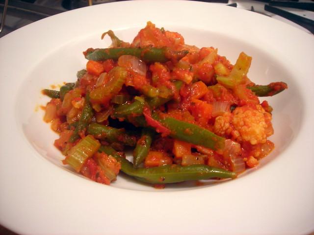 "Fagiolini e cavolfiore in umido (""green beans and cauliflower, stewed in tomato sauce"")"