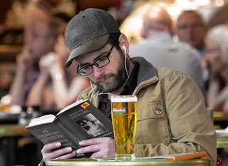 Things you can do on Schiphol Airport - Reading the dairy of Anna Frank and drinking a Heineken Beer