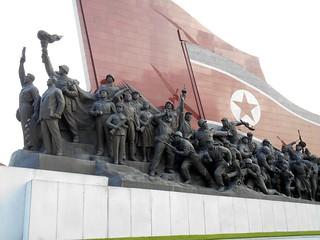 2013-08-13 Pyongyang - Mansudae Grand Monument DSCN0113-ac