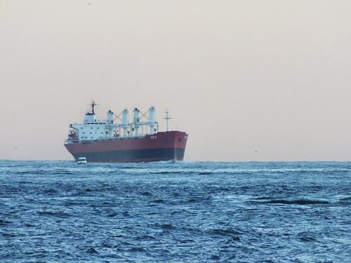Nagy hajó a Boszporuszon