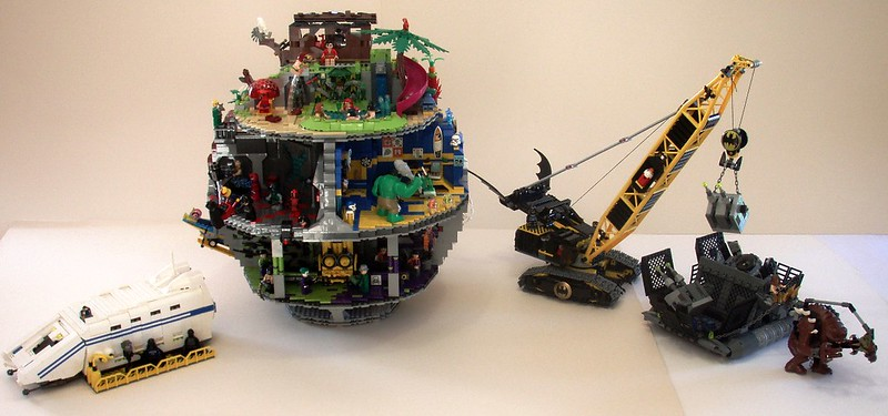 MOC] That's no moon. It's a super heroes station ! - LEGO Star Wars ...