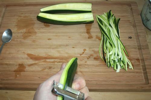 14 - Zucchini in Streifen schneiden / Cut zucchini in stripes