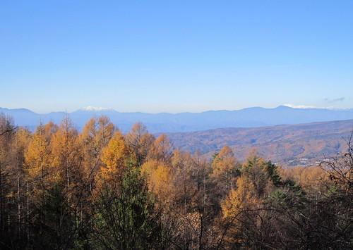 蓼科高原から見た木曾御嶽山と乗鞍岳 2013年11月14日9:35 by Poran111