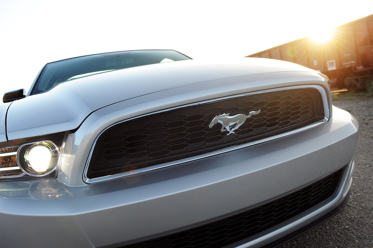 14-2013-ford-mustang-v6-review