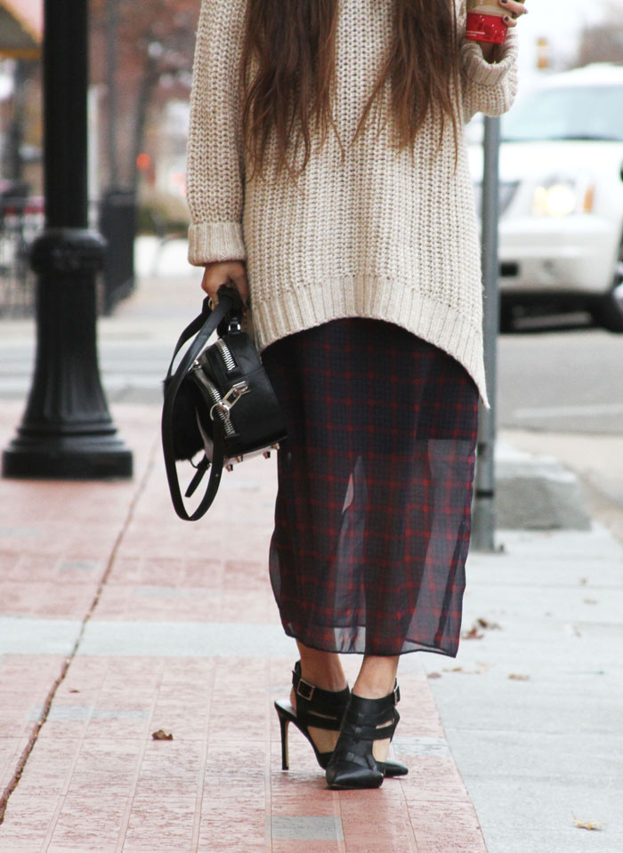 h&m-sweater-and-zara-plaid-winter-trend-fringe-of-the-cro