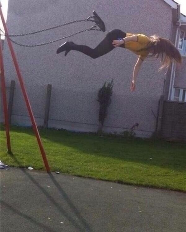 The perfectly timed swing-jumping picture: