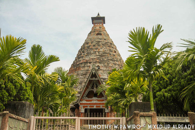 Indonesia - Medan - Samosir - Batak traditional tomb