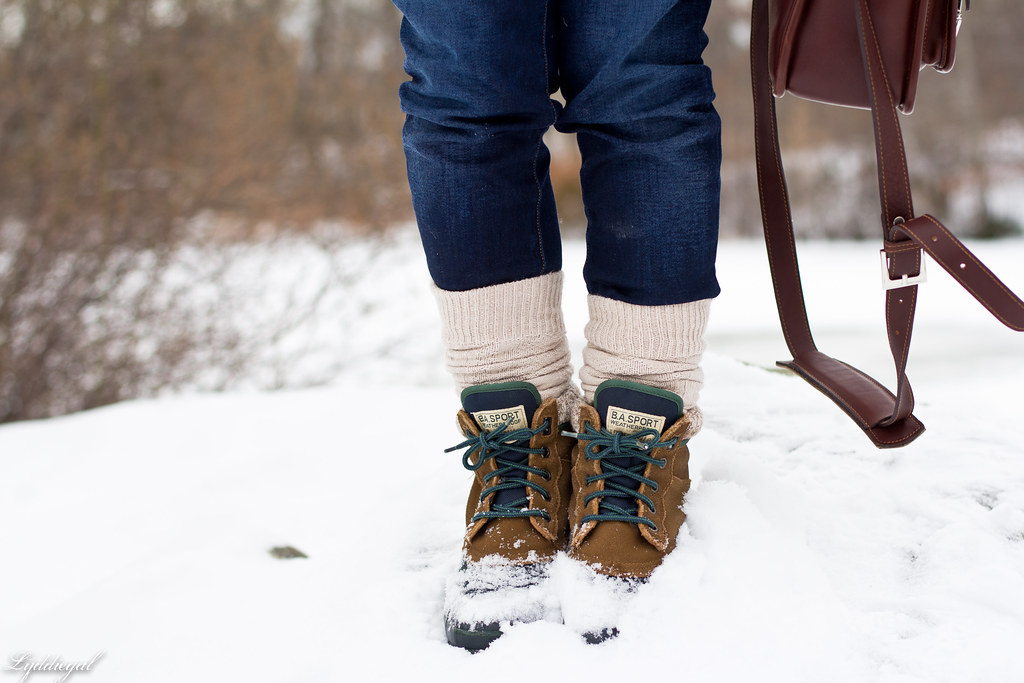 wool sweater - snow boots-4.jpg