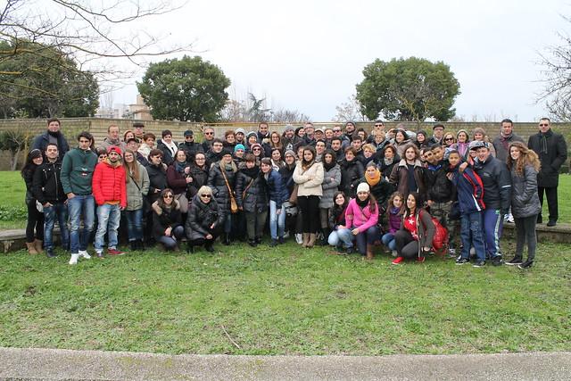 Il gruppo di polignanesi al parco di Scampia, costruito 5 anni fa e già decandente