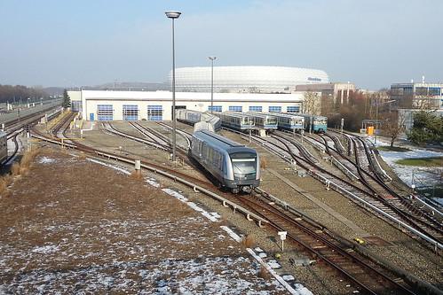 Erste Testfahrten mit dem neuen C2-Zug 701 in Fröttmaning