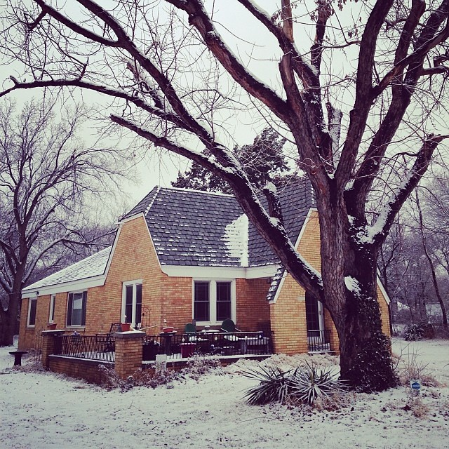 It's a snowy day in the neighborhood. And it's soooo pretty! #winter #oklahoma #oklahomacity #okc