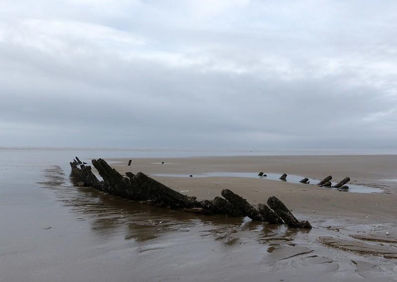 P1070017 - Shipwreck, Cefn Sidan