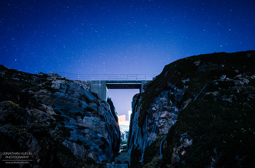 bridge cliff night stars nikon rocks jersey channelislands corbiere d5100