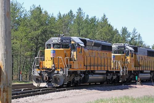 train railroad railway railfan unionpacific up emd sd402 locomotive