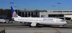 2017-01-30_1024-42-000 N65832 United Boeing 737-924ER at KLAX