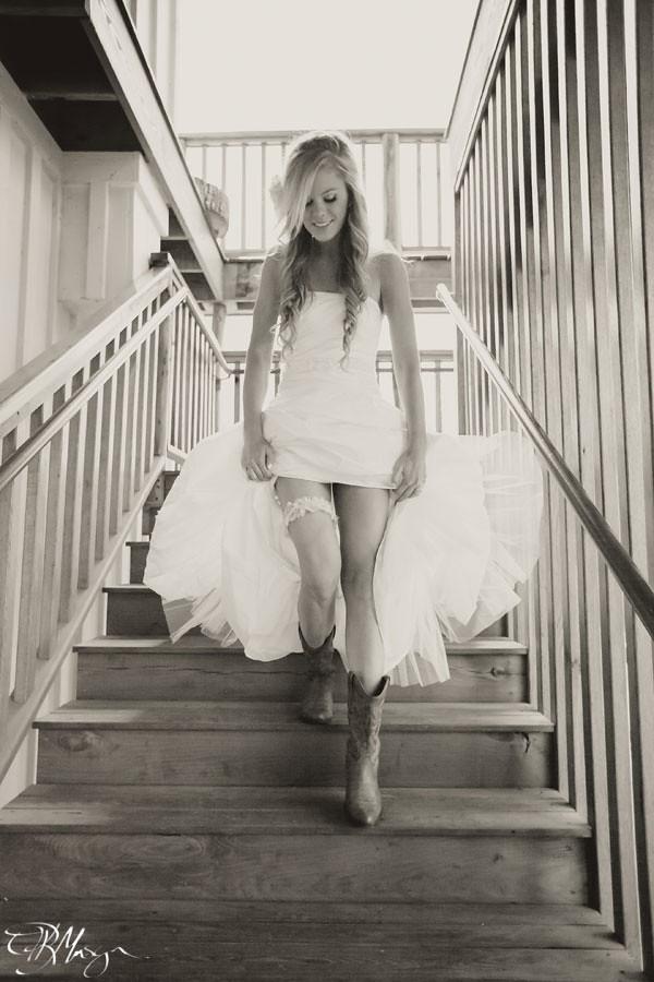 Bride_Garter_Cowboy_Boots