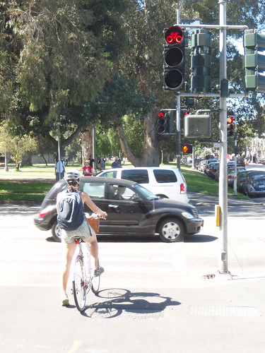 San Francisco respects their bicyclists: they got a special traffic light