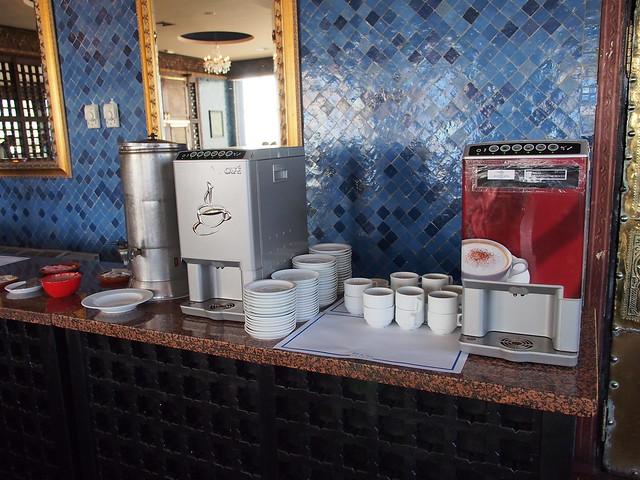 昨日旅館-今日早餐-飲料吧又遇到即溶咖啡版的咖啡機,餐廳能稍微改善一點咖啡品質嗎?