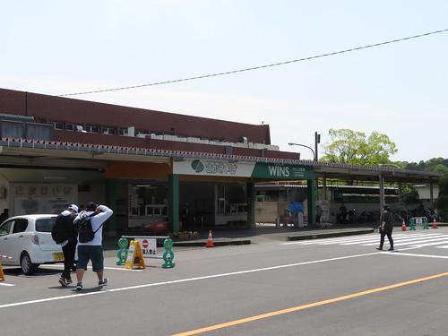 佐賀競馬場の入口付近