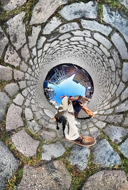 In the street of Brusels - Our Little World #benheineart #ourlittleworld #city #street #rue #brussels #earth #gear360 #fisheye #belgium #benheine #littleworld #aroundtheworld #photography #landscape #nofilter #monuments #belgique #belgium #planet