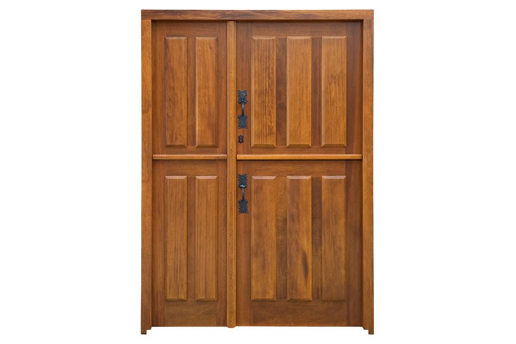 Puerta de diseño tradicional partida