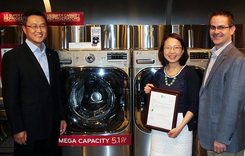 LG세탁기가 AHAM '지속가능성 인증' 획득한 모습