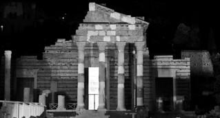 Imagine de Tempio Capitolino. bw roma nikon musei bn antica via nikkor brescia notturna notte biancoenero dx rovine tempio capitolino d7000 118g