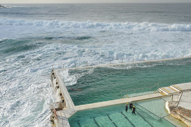 Bondi beach la piscine l 39 eau de mer 6 flickr photo - Construire piscine eau de mer ...